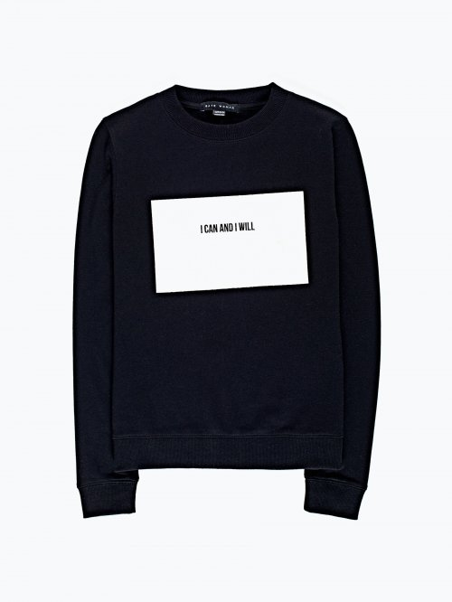 Sweatshirt with front patch