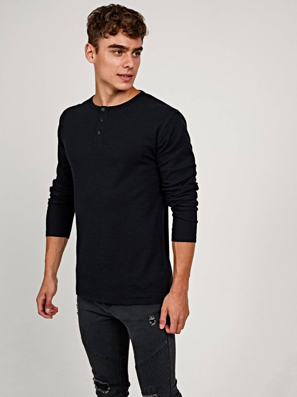 Henley with long sleeve