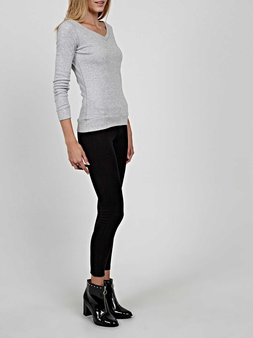 Basic v-neck rib-knit t-shirt