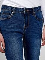 Skinny jeans with raw edge hem