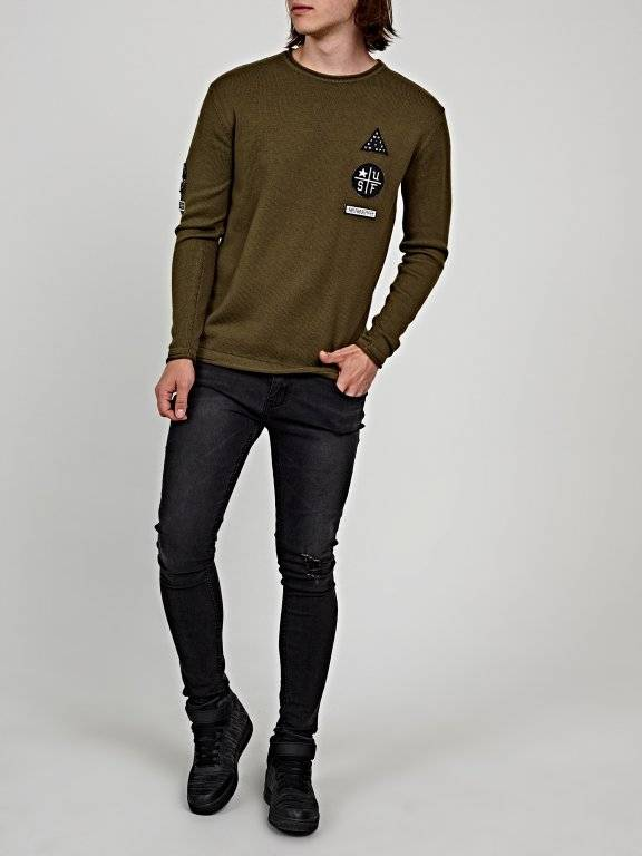 Jumper with patches