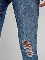Damaged skinny jeans in snow wash