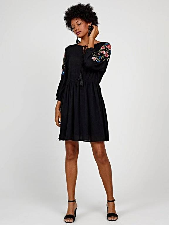 Lace-up dress with floral embroidery