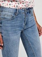 Skinny jeans with metal rings
