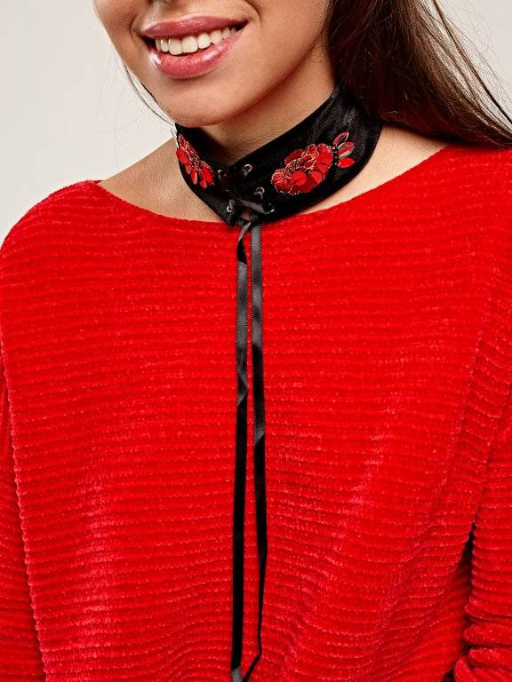 Lace-up velvet choker