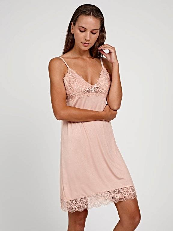 Nightdress with lace