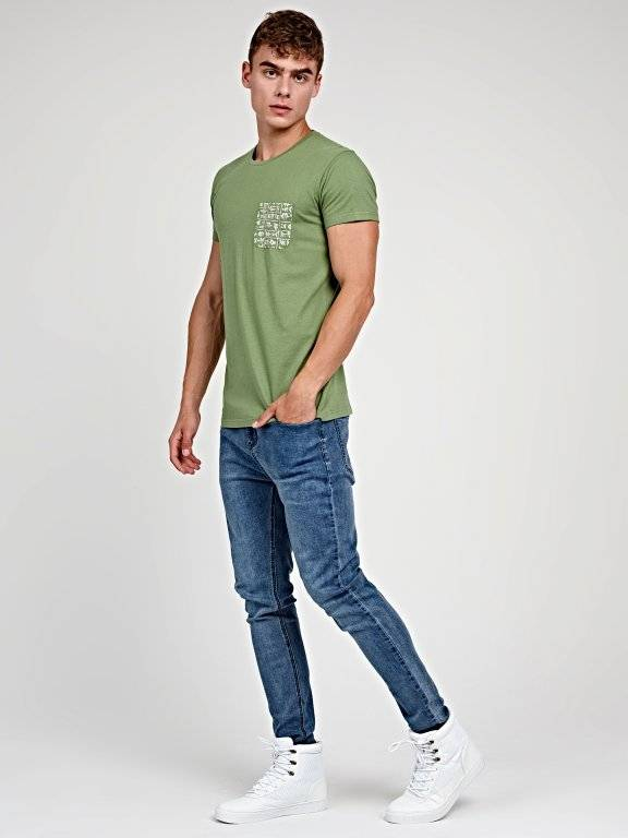 T-shirt with chest pocket