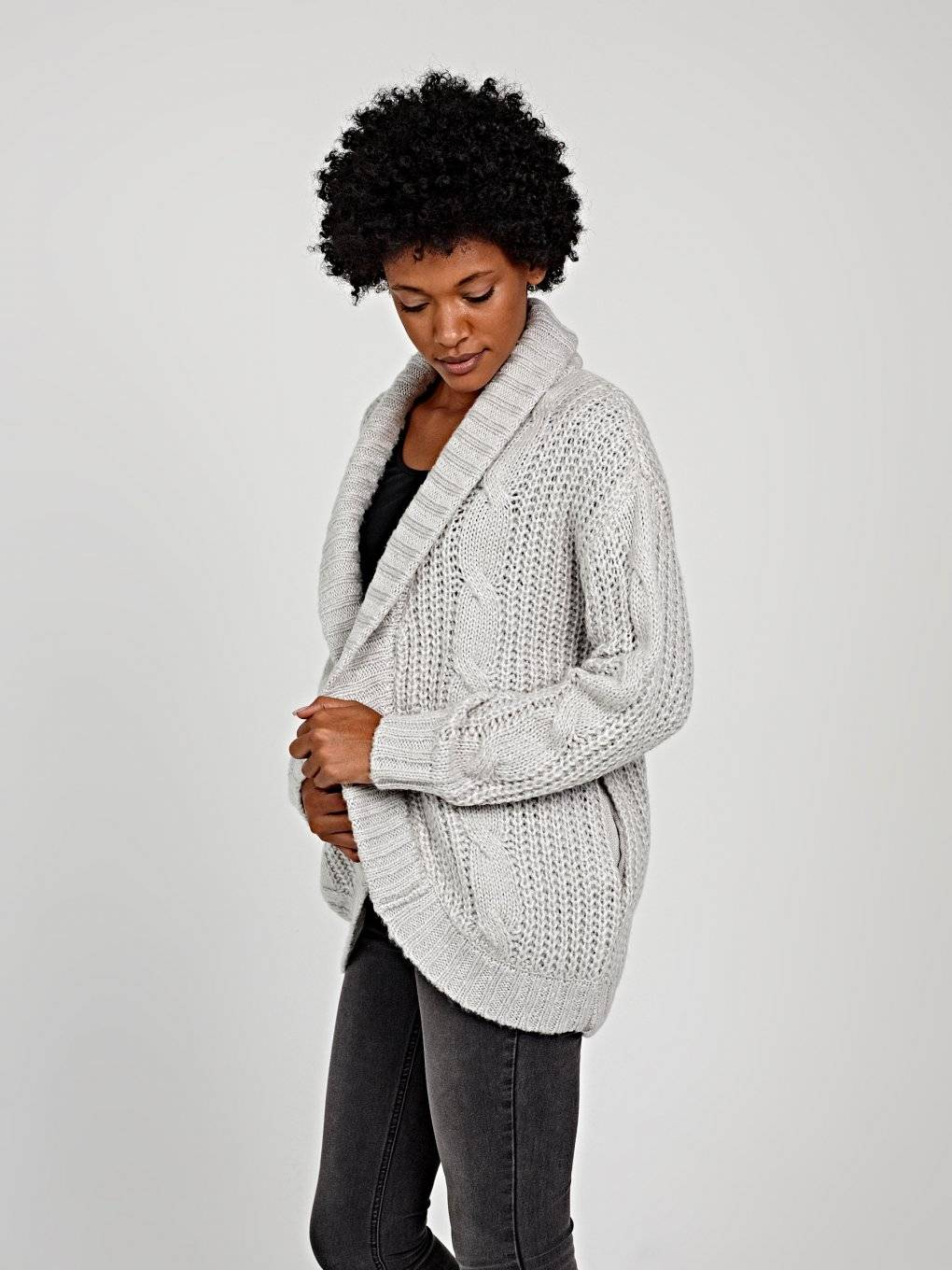 OVERSIZED CABLE-KNIT CARDIGAN