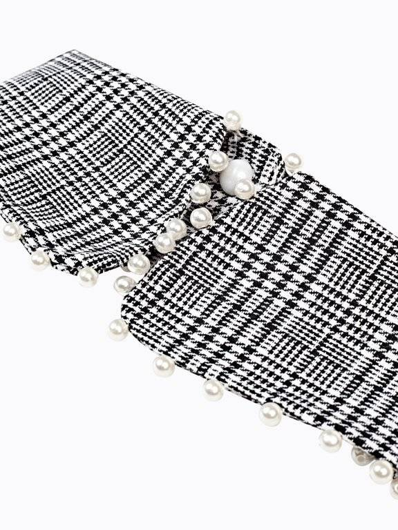 Plaid collar with pearls