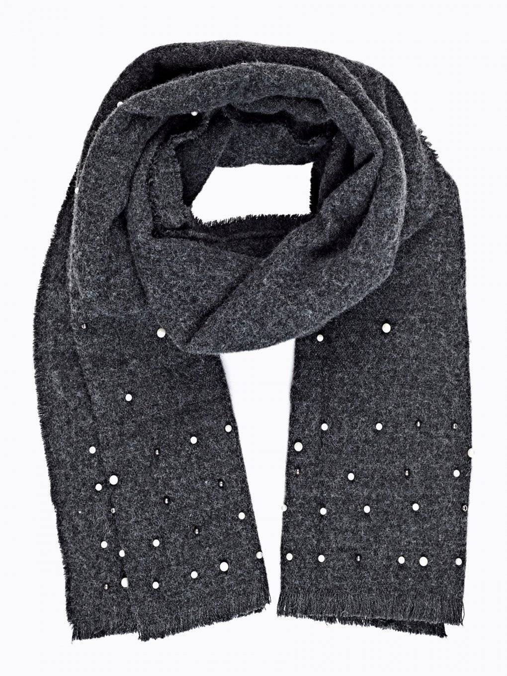 Soft scarf with pearls