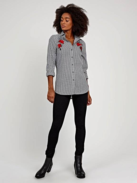 Gingham shirt with flower embroidery