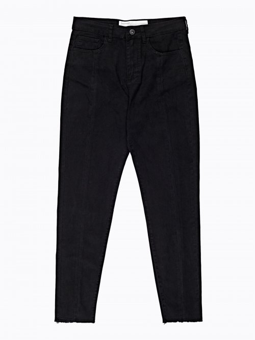 Frayed hem carrot fit jeans in black wash