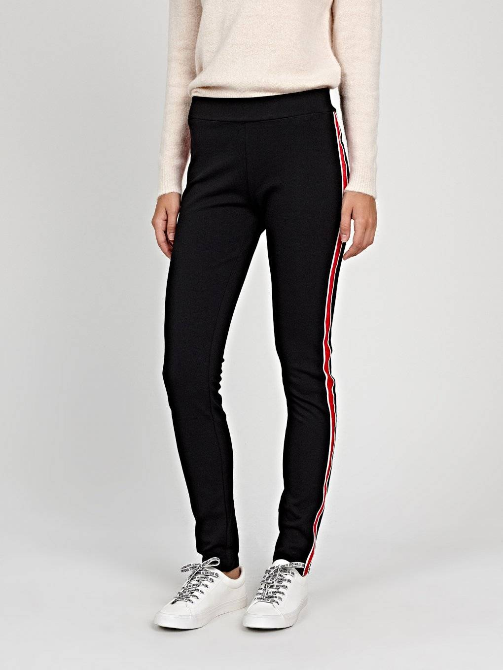 Knitted slim trousers with side stripe