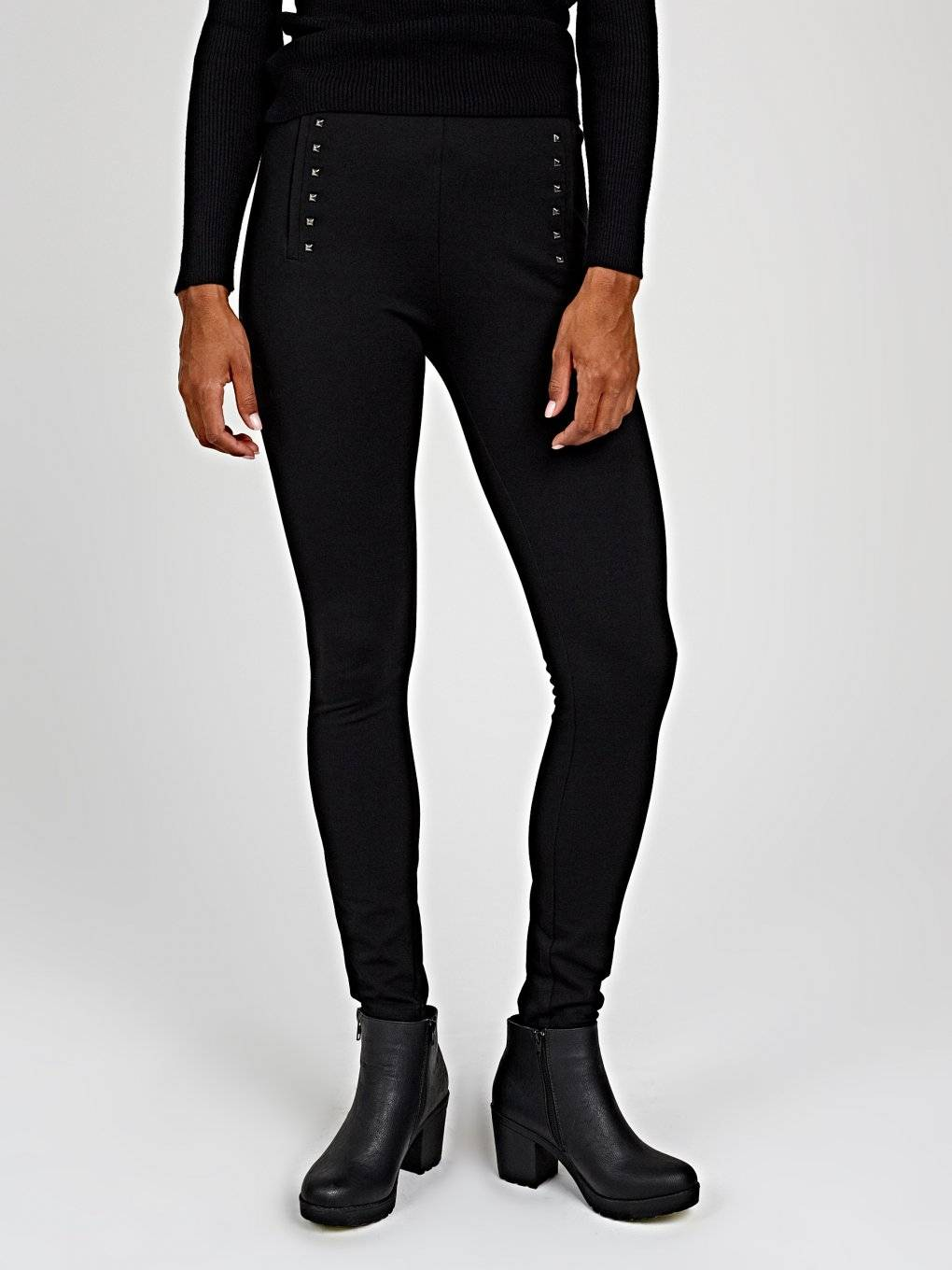 Knitted slim trousers with studs