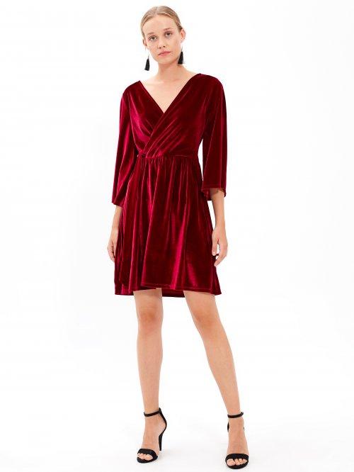 f28230d3657 Zavinovací sametové šaty
