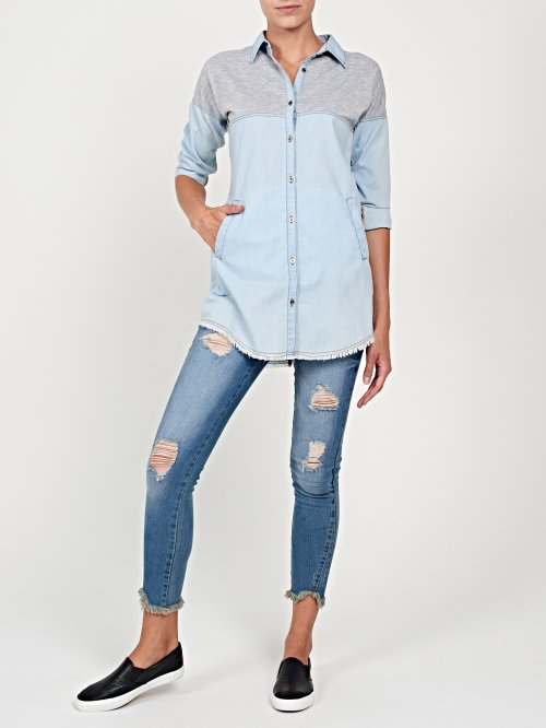Combined prolonged denim shirt with raw edge
