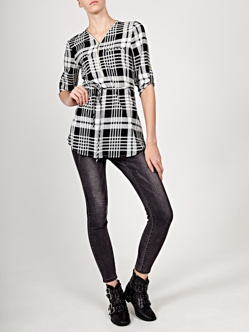 Prolonged checked blouse with front zipper