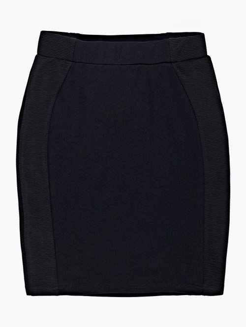 Smart skirt with ribbbed side panels