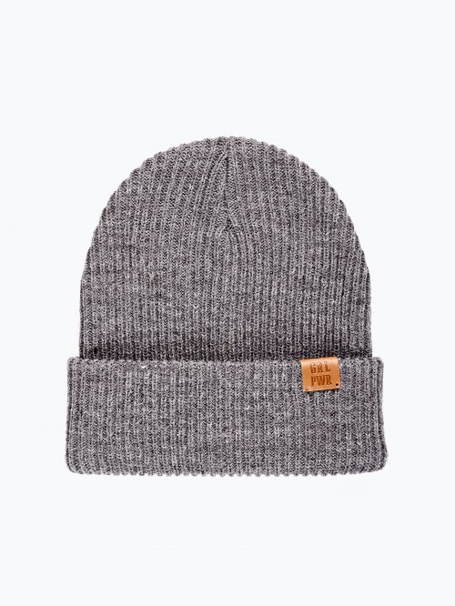 Basic rib-knit beanie with leather patch