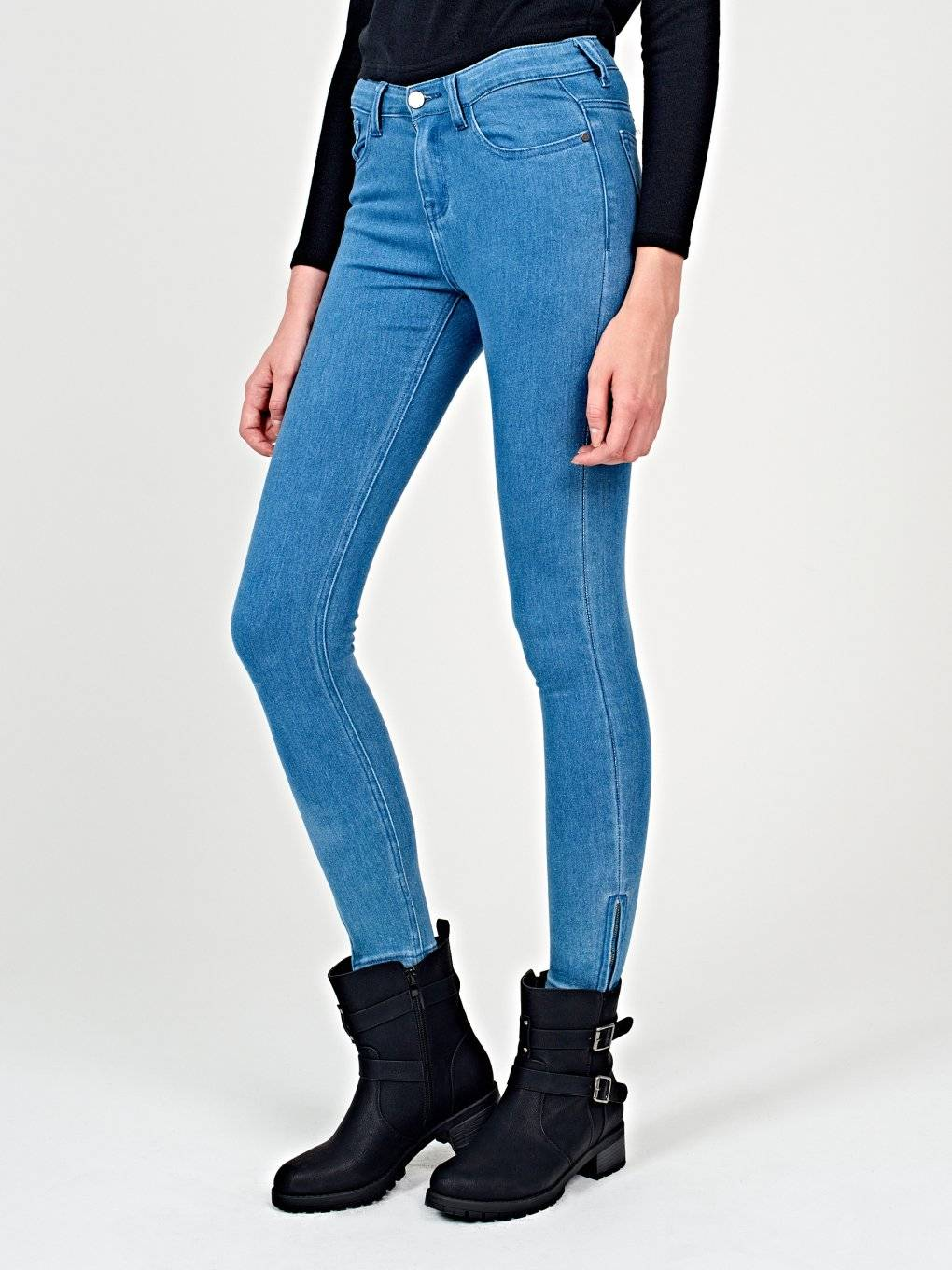 Skinny jeans with zippers