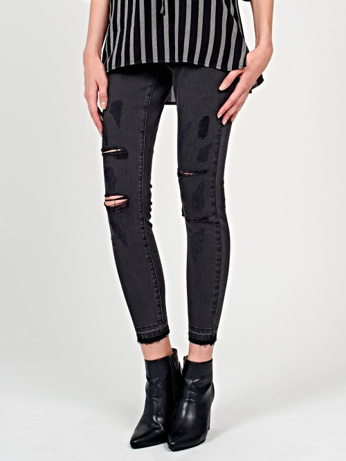 Damaged skinny jeans in black wash