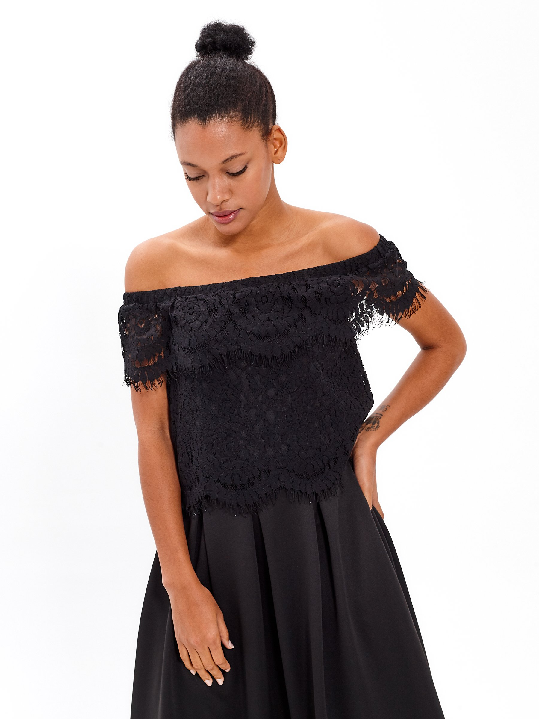 LACE TOP WITH RUFFLE
