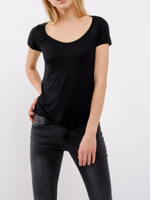 Basic viscose t-shirt with pocket