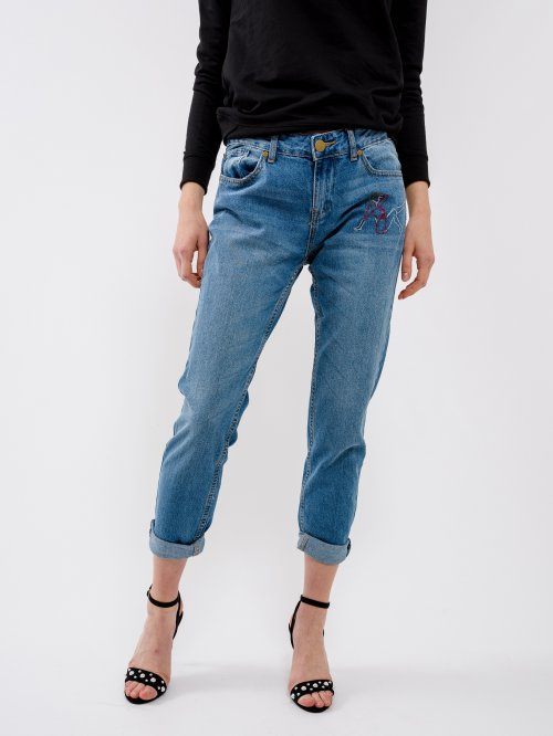 Boyfriend jeans with embroidery