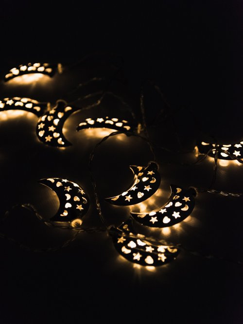 MOON SHAPE LED STRING LIGHTS