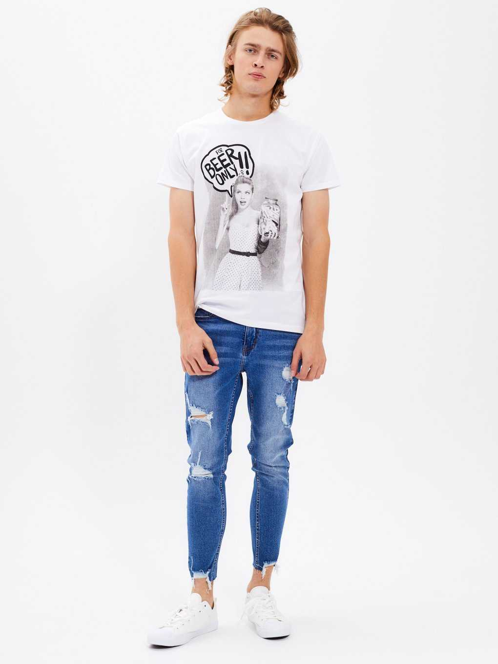 Slim fit tapered jeans with raw hem