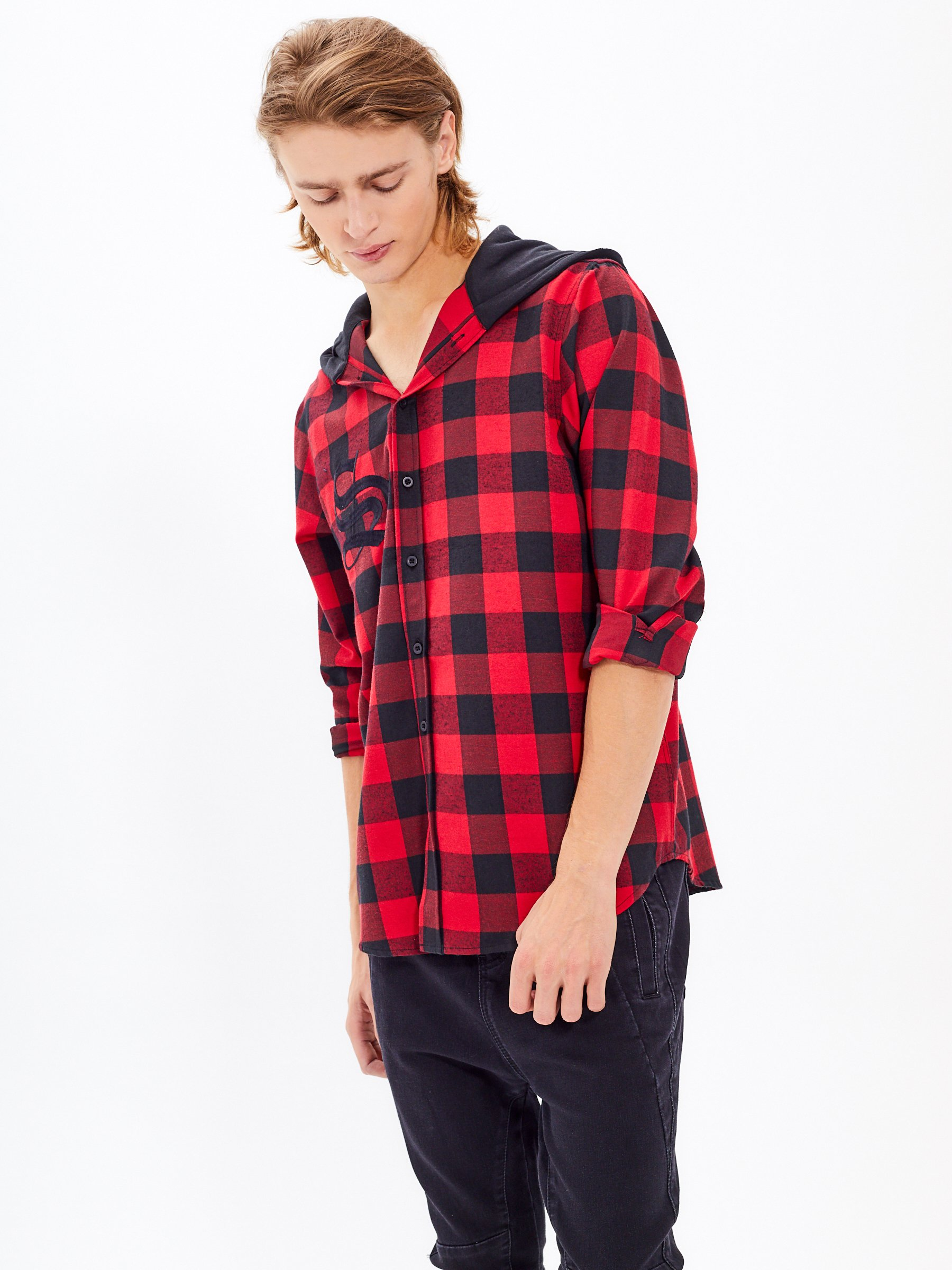 4bf470ae7d2a Kockovaná košeľa s kapucňou a s výšivkou