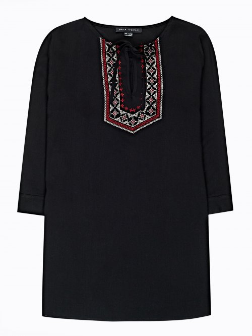 Tunic blouse with embroidery