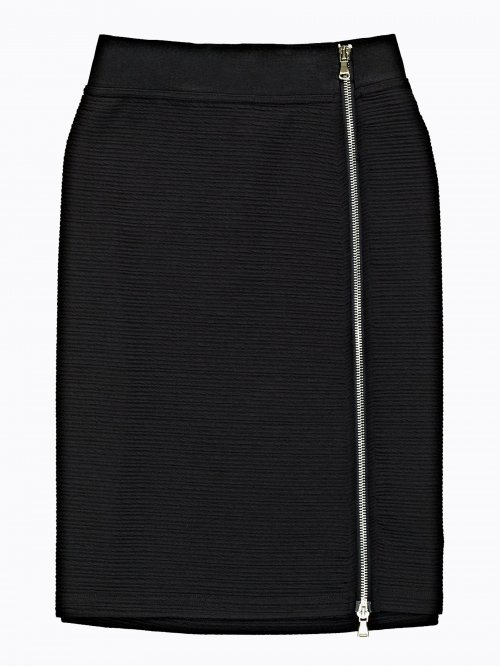 Structured pencil skirt with front zipper