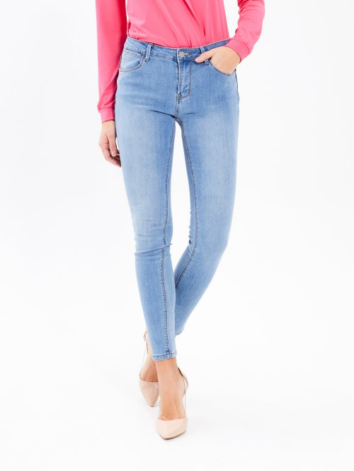 Distressed skinny jeans Iin light blue wash