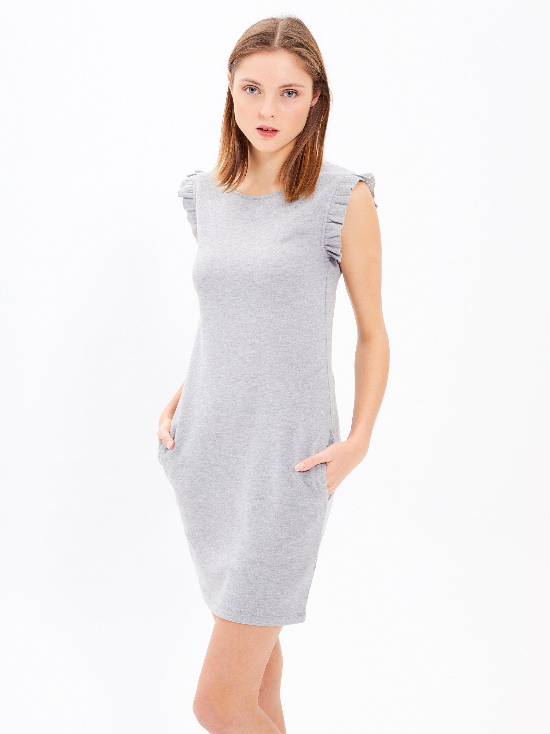 c24b0c3115e Pouzdrové šaty s volány