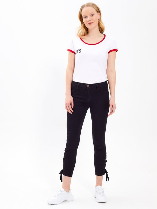 Skinny jeans with lace-up detail on hems