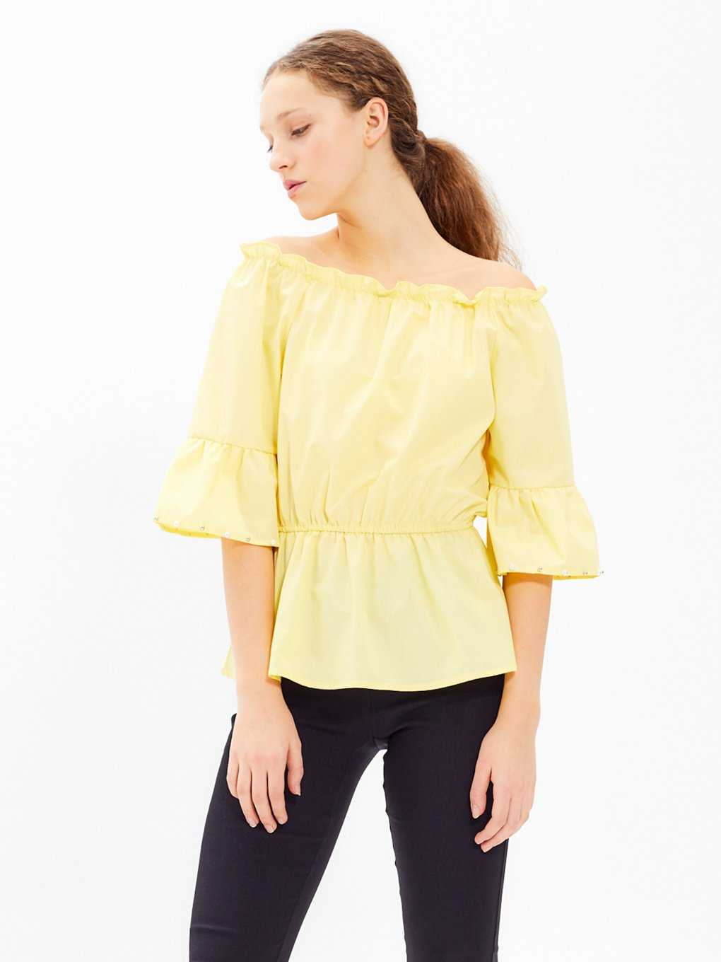 OFF-THE-SHOULDLER BLOUSE WTH PEARLS