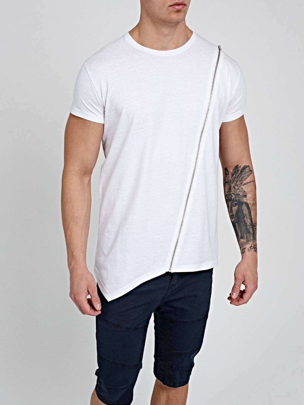 T-SHIRT WITH ZIPPER
