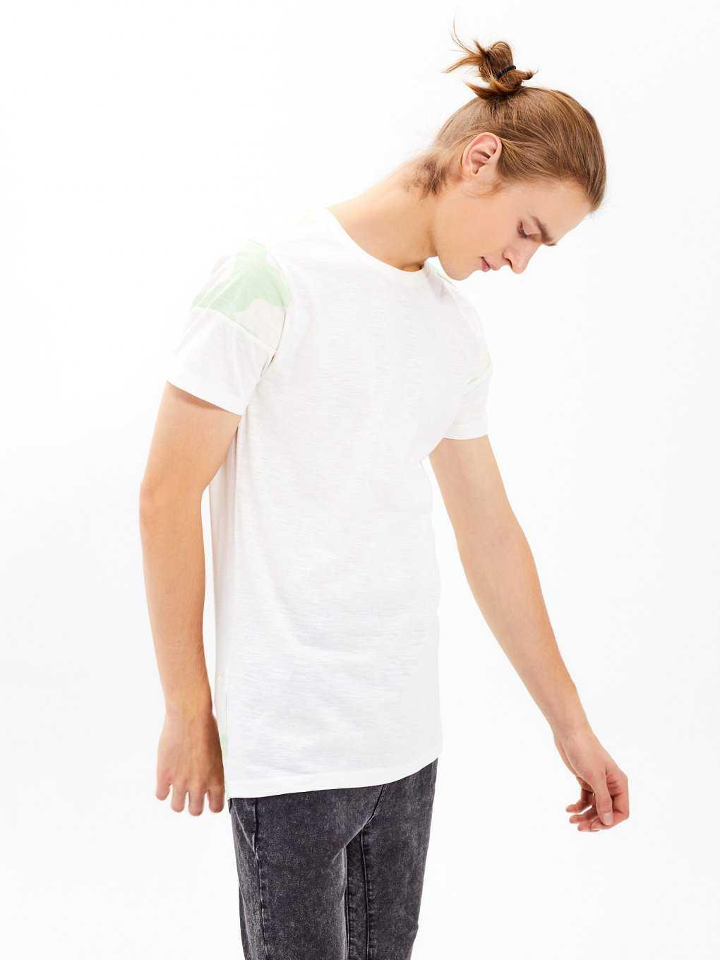 T-shirt with camo print