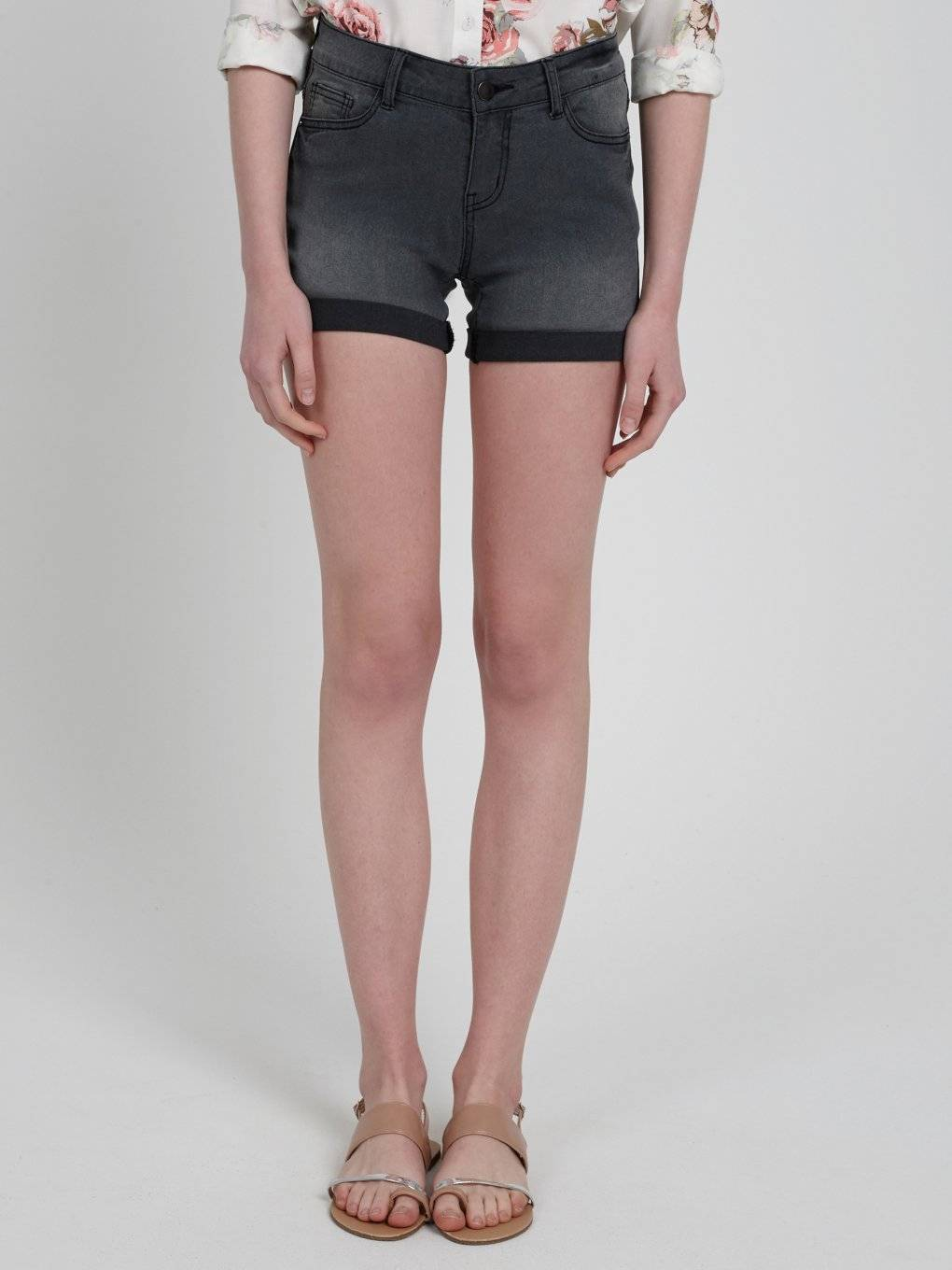 DENIM SHORTS IN DARK GREY WASH