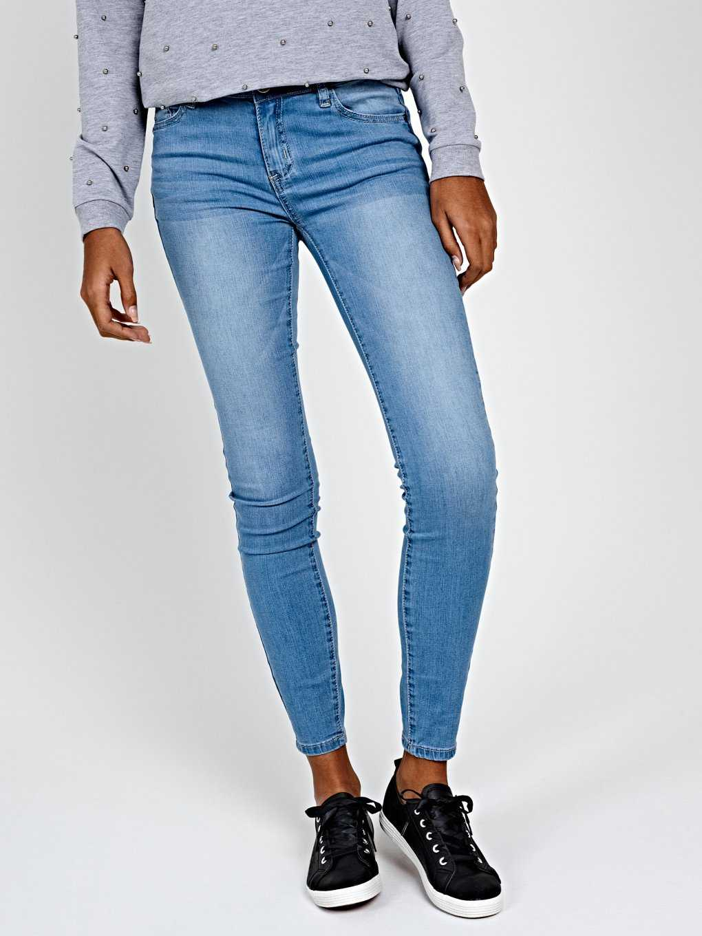 BASIC SKINNY JEANS IN LIGHT BLUE WASH