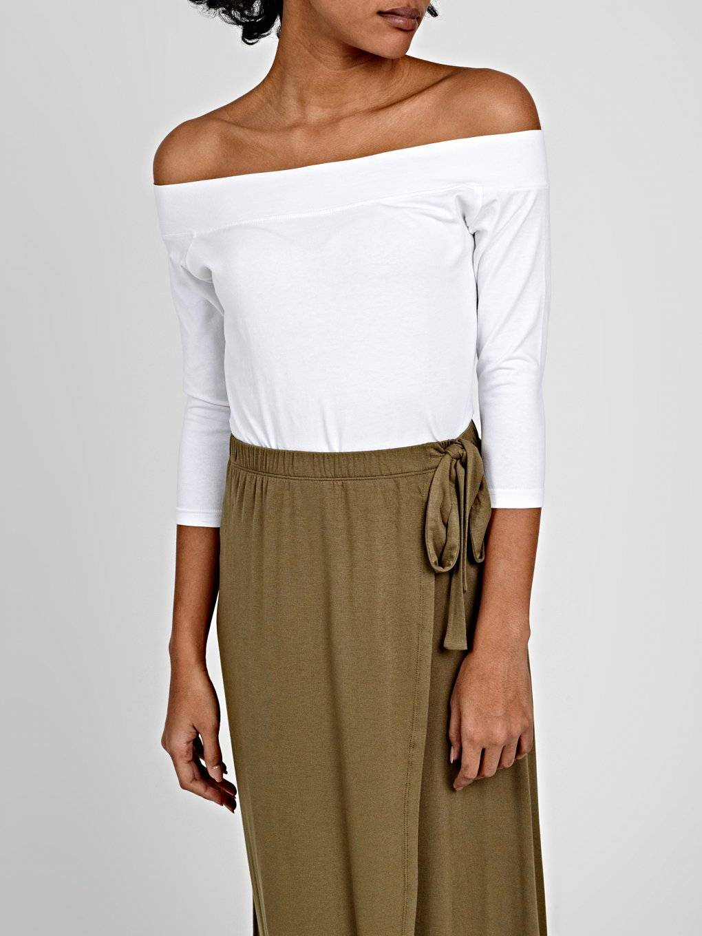 OFF-THE-SHOULDER CROP T-SHIRT