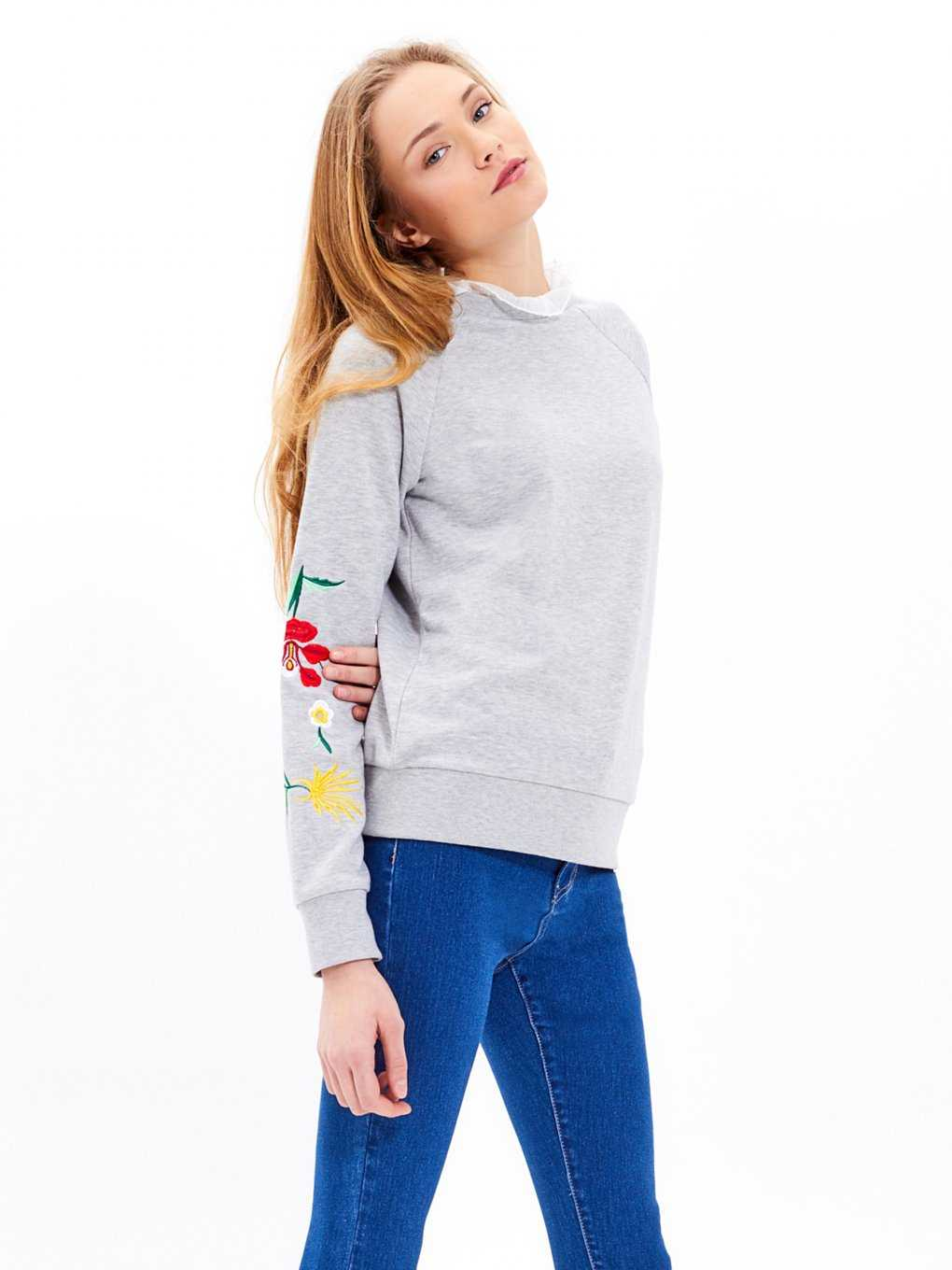 Sweatshirt with floral embroidery