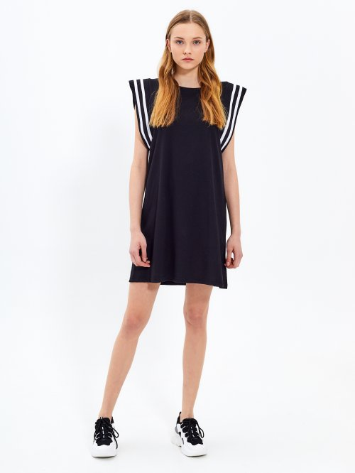 Comfy dress with stripes