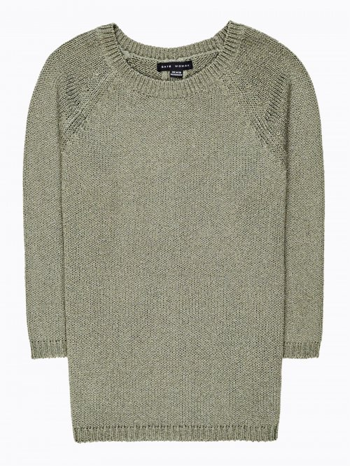 Sweater with raglan sleeves