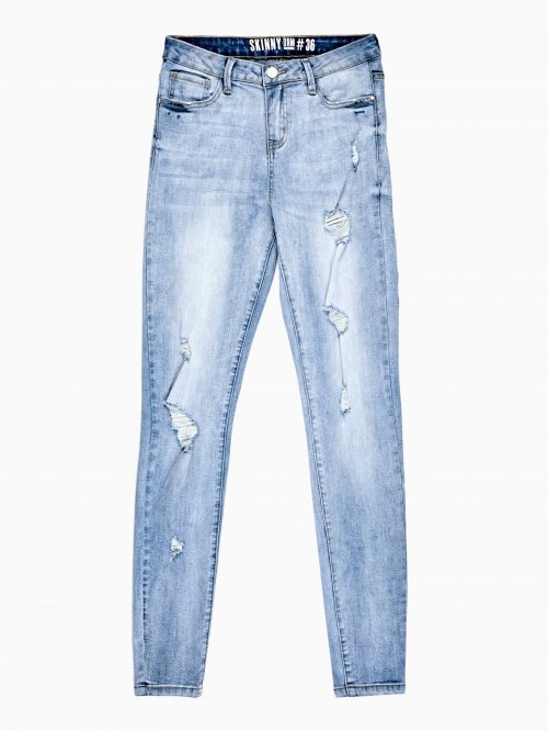 DISTRESSED SKINNY JEANS IN LIGHT BLUE WASH