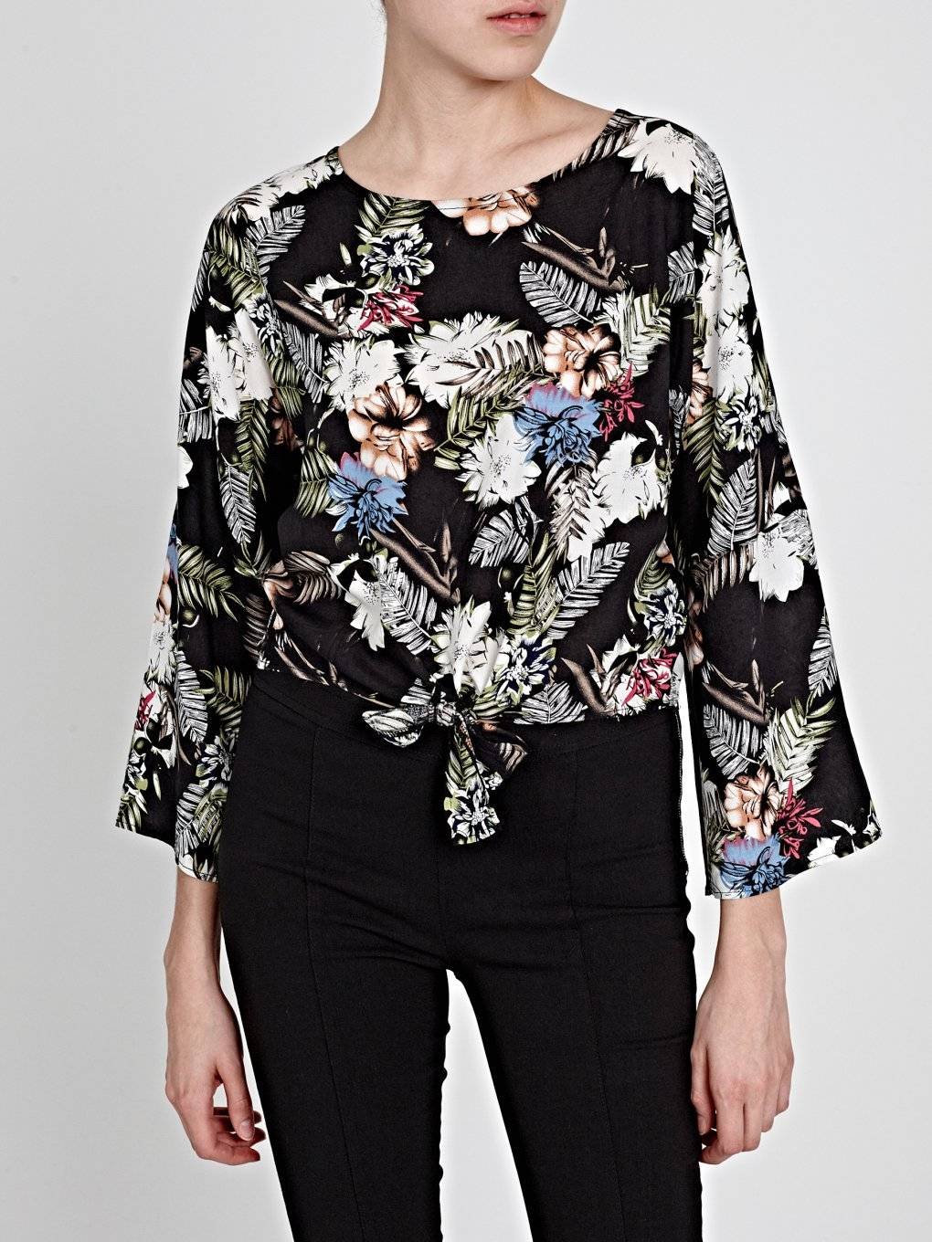 KNOT FRONT FLORAL BLOUSE