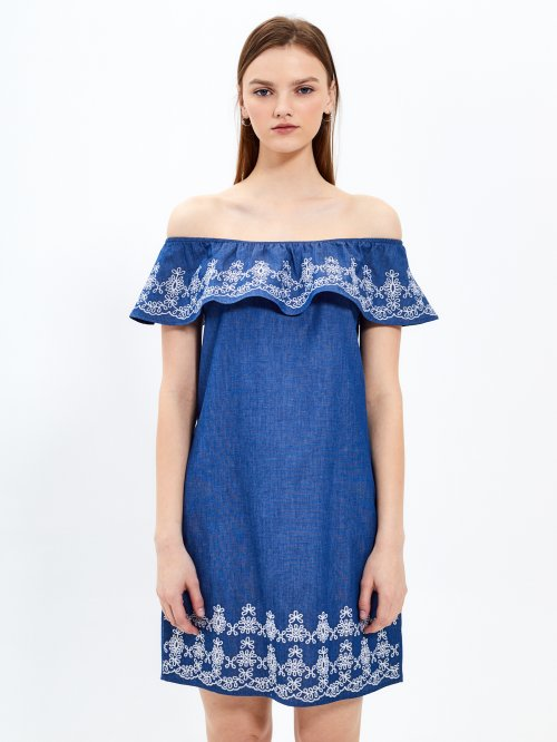 Off-the-shoulder dress with embroidery