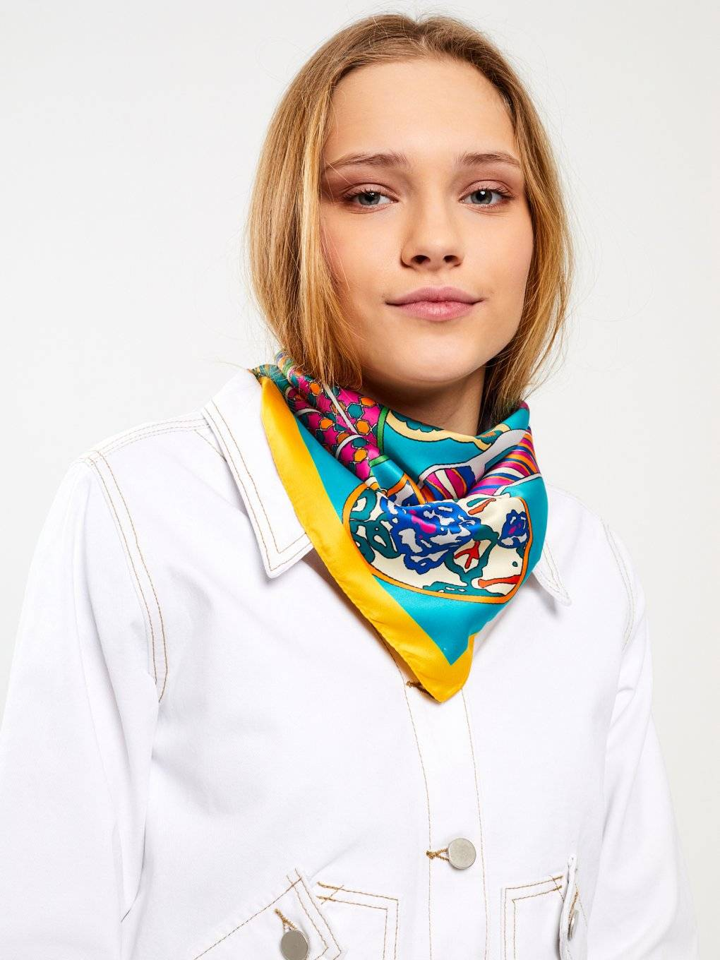 Square scarf with print