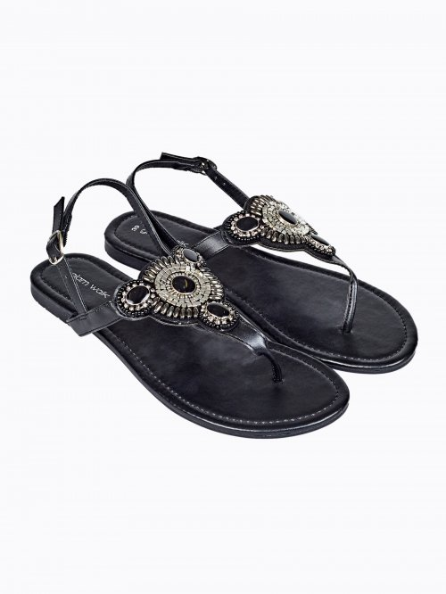 Flat sandals with stones